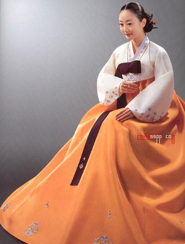 传统儿童装   朝鲜族儿童服装主要是七彩衣